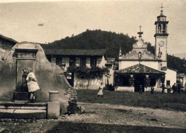foto n. 1 - chiesa di San Nicolò e la vecchia fontana (ante 1934)